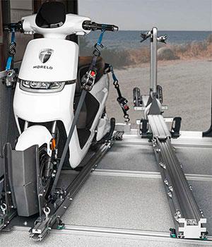 Heckgarage mit Trägersystem und Roller